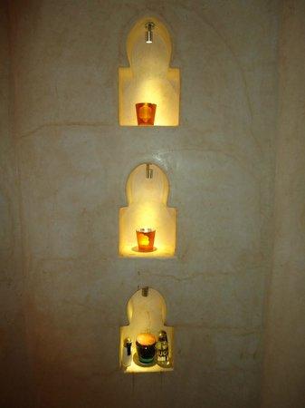 Riad Anata : Chambre orange, salle de bains