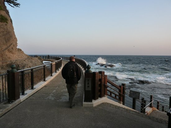 Enoshima Island : Walkway along the rocks
