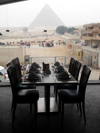 Emo Tours Egypt: Vue du restaurant