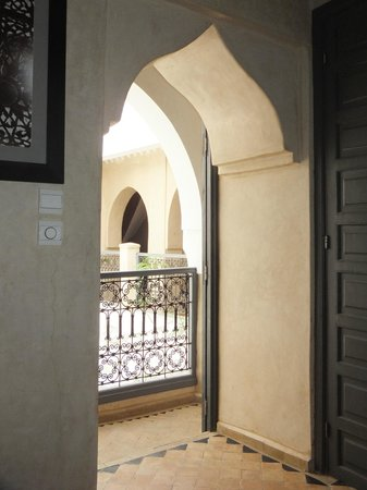 Riad Papillon: Looking onto central courtyard from first floor bedroom