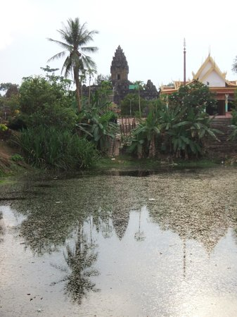 Roluos Temples: Outside the Bakong ruins