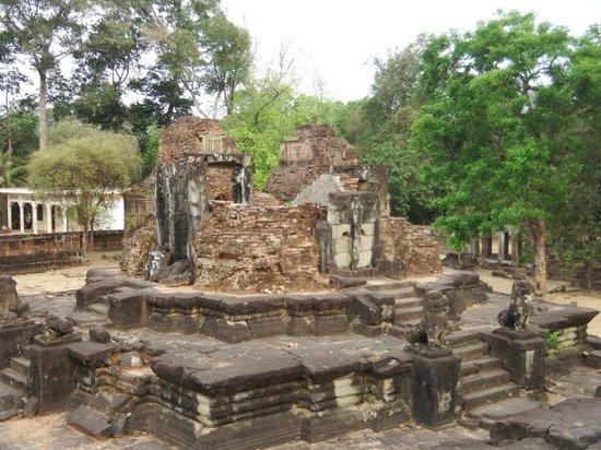 Roluos Temples: Bakong #2