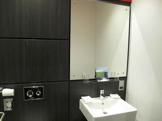 Park Inn by Radisson: New bathroom