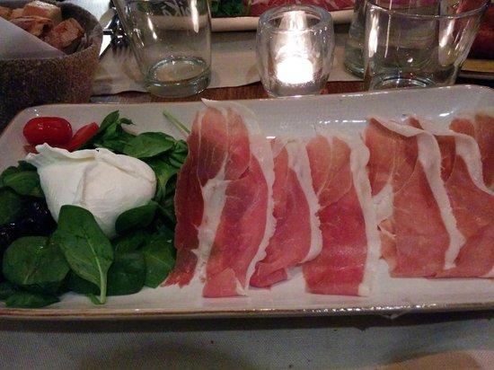 Obica Mozzarella Bar - Brera: Mozzarella Paestum e crudo San Daniele, 15 euro