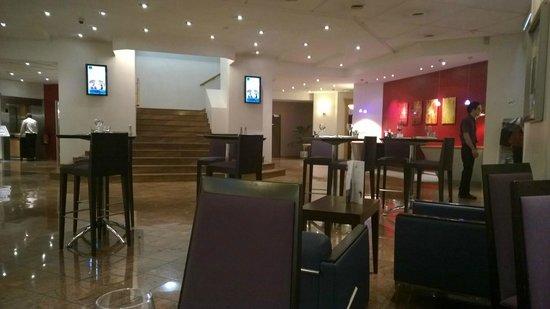 Novotel Nice Arenas Aeroport: Hotel Bar Area