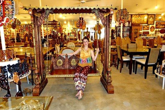 Antigua ciudad de Sigiriya: Лавка с деревянными поделками неподалёку