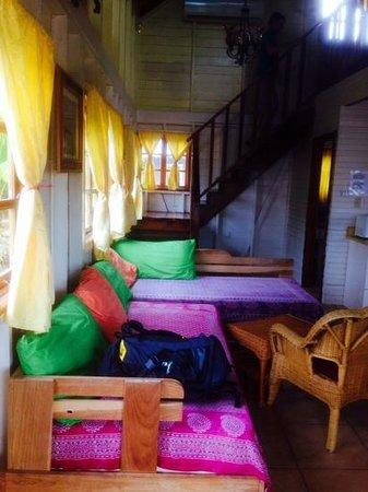 Koko Resort: palm cabin (living room)