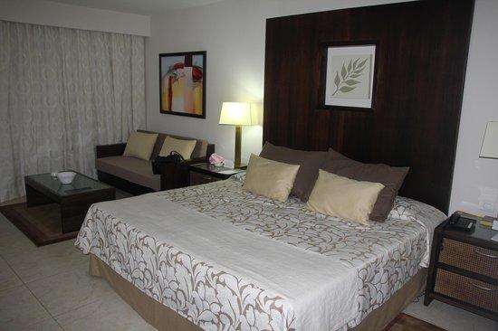 Paradisus Princesa del Mar Resort & Spa: BIg king bed 7136