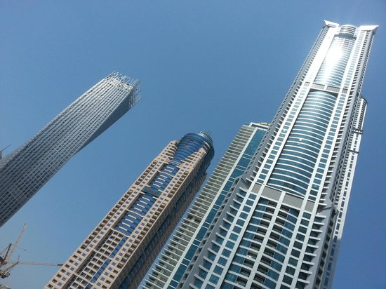 Dubai Marina - Marina Heights : Sun catches the buildings
