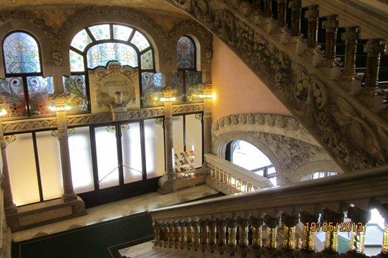 Palau de la Musica Orfeo Catala: Лестница