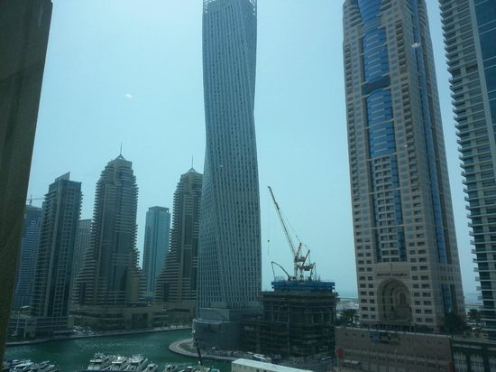Dubai Marina - Marina Heights : The Marriott next door