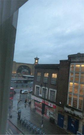 Hotel Megaro: 309号室からキングス・クロス駅が見えます。