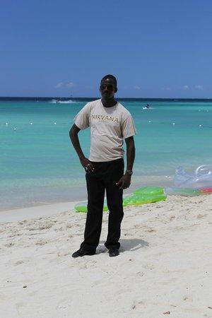 Nirvana on the Beach: Errol, daytime Security