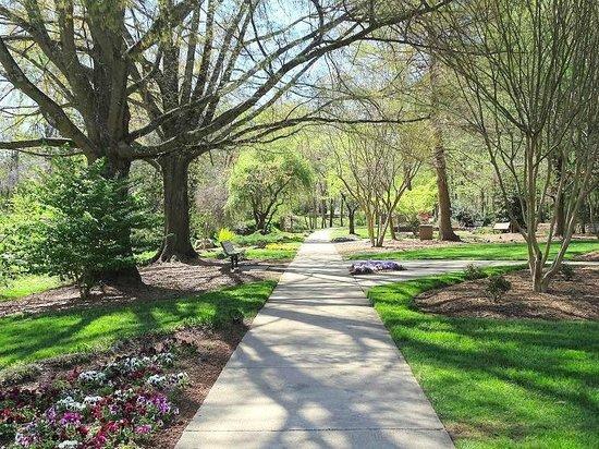 path fotograf a de tanger family bicentennial garden greensboro