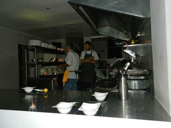 Cube Tasting Kitchen: 01 Kitchen a la flash