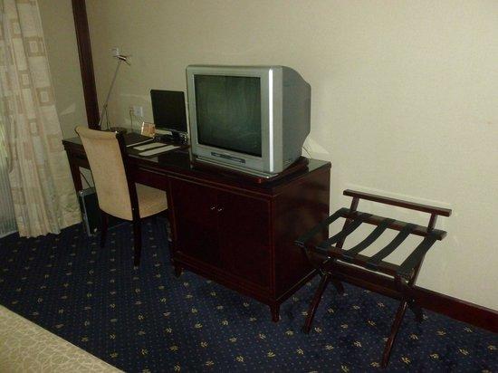 The Bund Hotel : Old TV