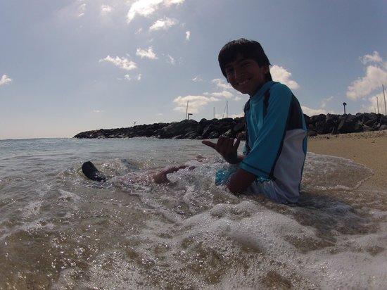 Hyatt Regency Waikiki Resort & Spa: Teddy Ready to surf