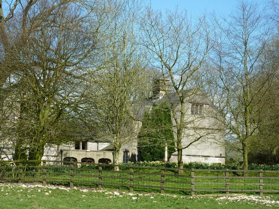 Biggin Hall Country House Hotel: Side view - with dining room windows overlooking lawn