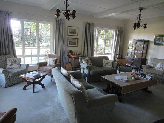 Cedar Garden Bed & Breakfast: lounge