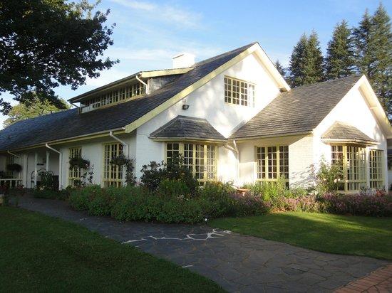Cedar Garden Bed & Breakfast: Cottage