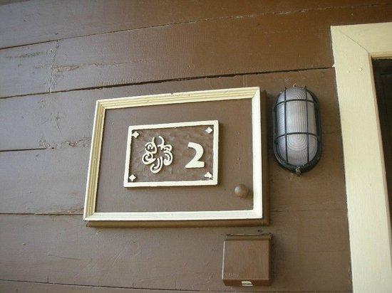 Nirwana Gardens Mayang Sari Beach Resort : 部屋番号を示す表札