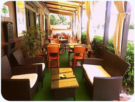 Hotel Aurora : particolare esterno bar / rist lato viale della Vittoria