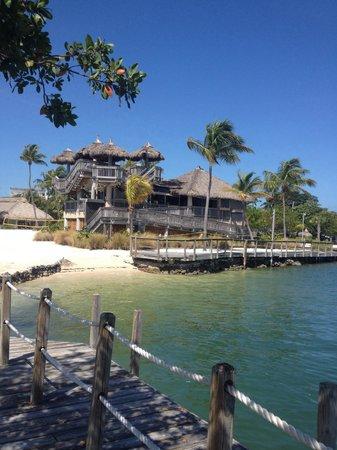 Postcard Inn on the Beach : The pirate bar