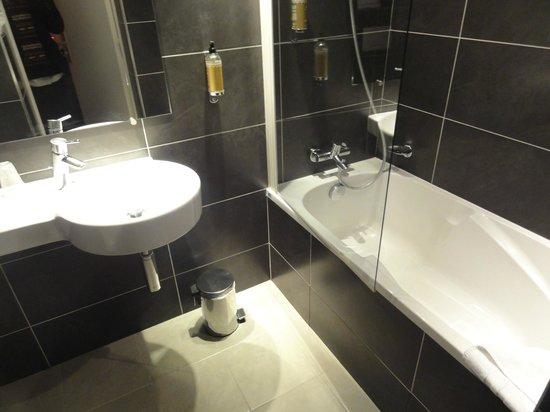 Hôtel du Prince Eugene: bath