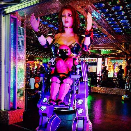 Robot Restaurant: Roboto roboto!