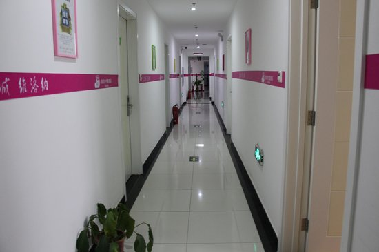 Weiluona Theme Hotel Beijing Happy Vally : corridor