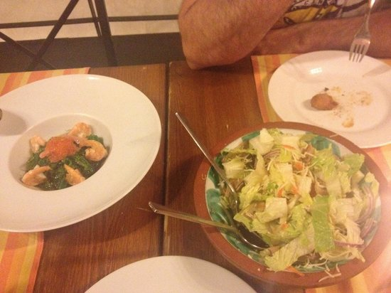 El Rumba: Ensalada de alga wakame y ensalada rumba