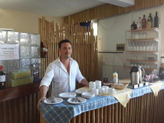 Hotel A Saint Etienne: Cafe