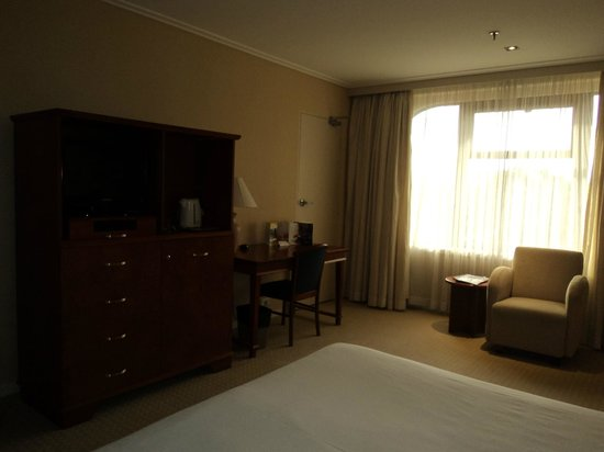 The Sydney Boulevard Hotel: Dark room