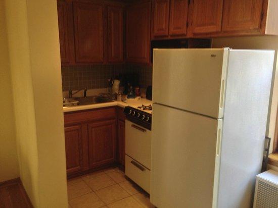Dewitt Hotel & Suites: Kitchen