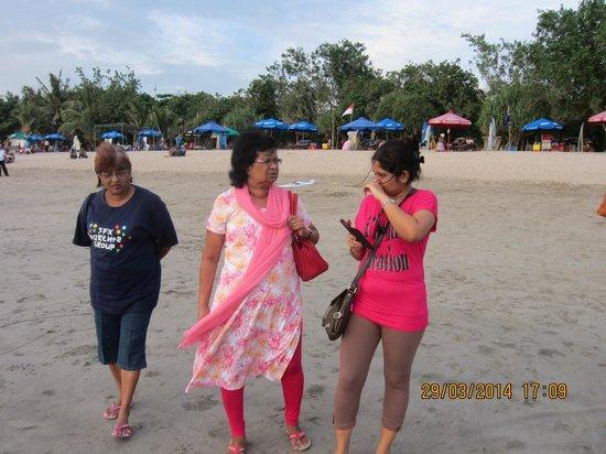 Seminyak Square Hotel: Visit to Kuta beach