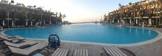 Cratos Premium Hotel, Casino, Port & Spa: swimming pool