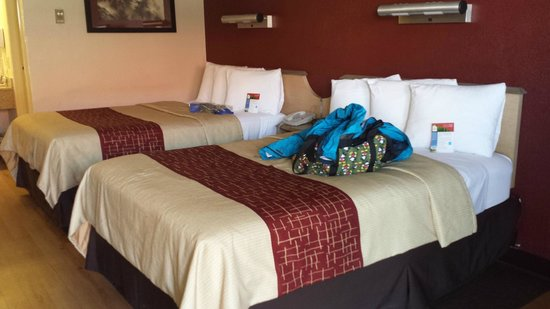 Red Roof Inn Buffalo Niagara Airport: two double beds