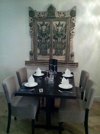 Thai Cassia Bar & Restaurant: Table and artwork