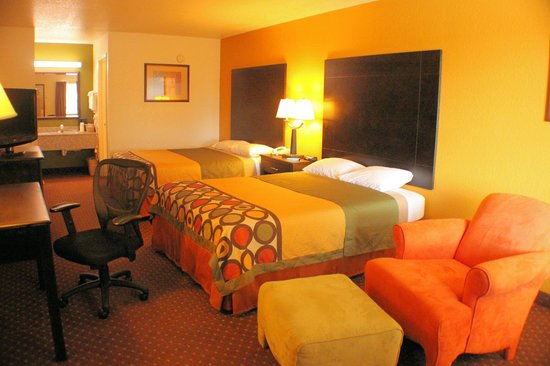 Super 8 New Braunfels TX: Queen Queen Guestroom