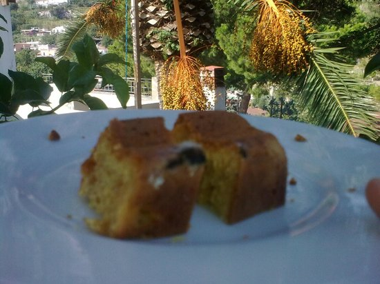 Hotel Terme La Pergola: mold on the cake, be carful !  Stampo per torta, atenzione!   Shimmel auf den kuchen !