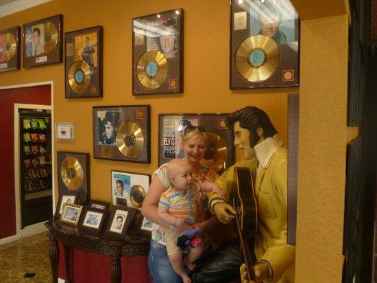 Days Inn Memphis at Graceland : Lobby area