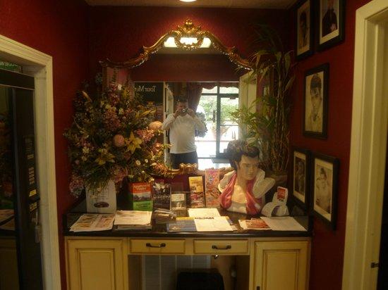 Days Inn Memphis at Graceland : Reception area