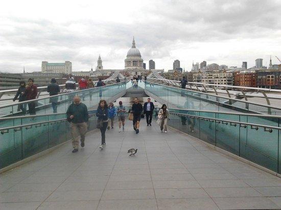 Millennium Bridge : ;)