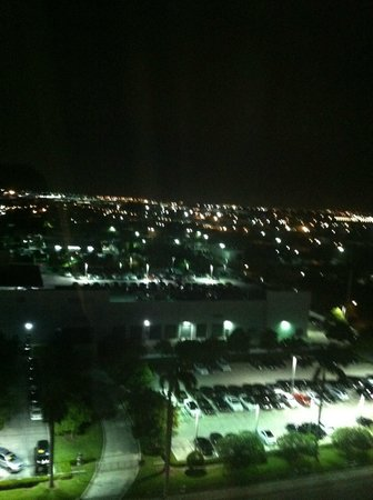 Crowne Plaza Fort Lauderdale Airport / Cruise Port: At night