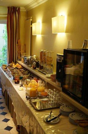Hotel Relais Bosquet Paris: Breakfast spread