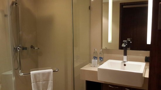 Nova Gold Hotel : Spaceous bathroom