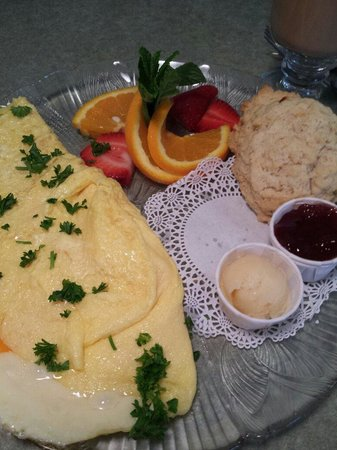 Wildflower Cafe: Three cheese omelet with homemade biscuit & honey butter