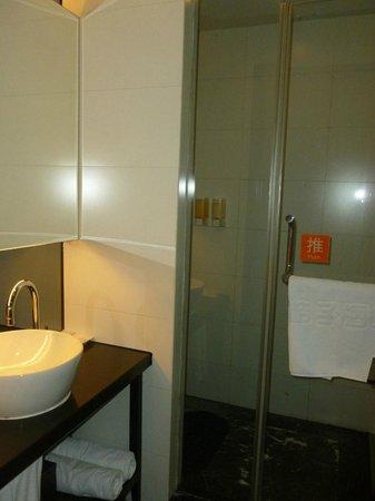 Orange Hotel (Nanjing Confucian Temple): Bathroom