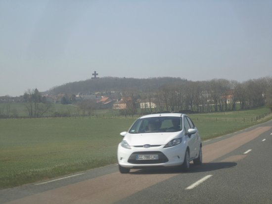 Memorial Charles de Gaulle: Вид на Коломбе-ле-дёз-Эглиз при въезде в город.
