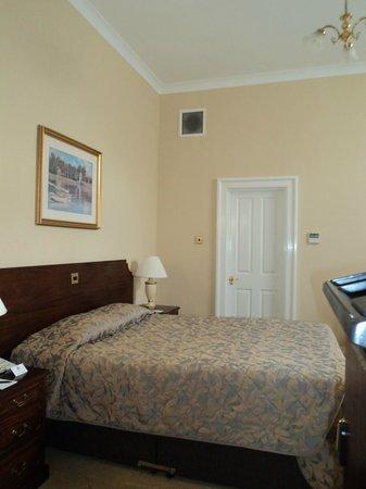 Oatlands Park Hotel: Classic Double as soon as you walk in